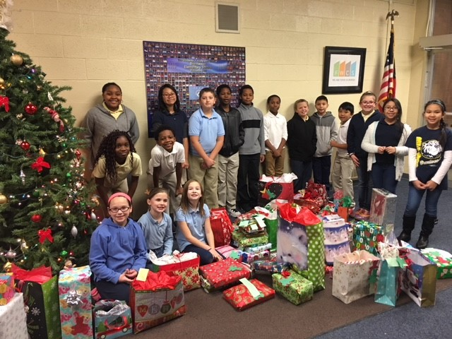 Student Council Christmas Giving